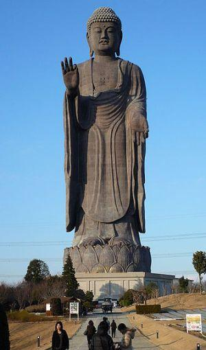 The Ushiku Daibutsu (image by aerogoat)