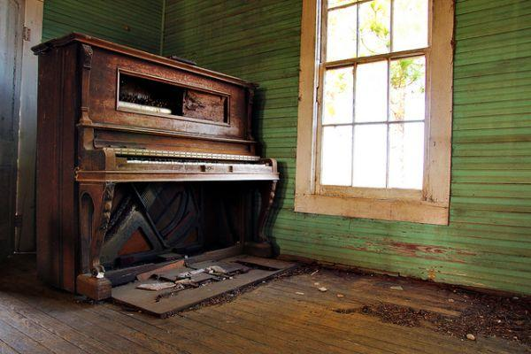 Abandoned Pianos – An Unlikely Urbex Attraction