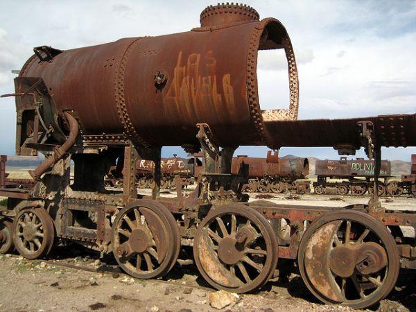 train-graveyard-atacama-desert-2