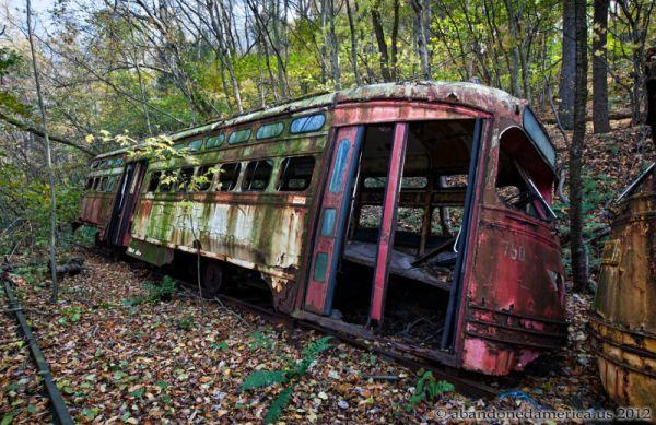 abandoned-trolley-graveyard-3
