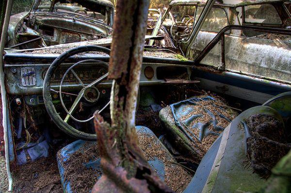 chatillon-car-graveyard-10