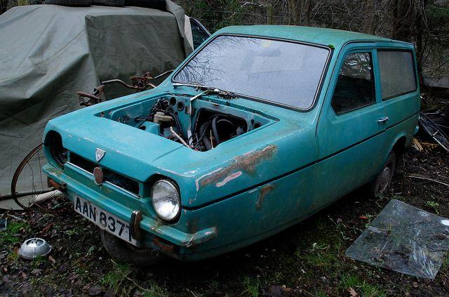 reliant-robin-graveyard-abandoned-wales-2