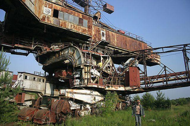 http://www.urbanghostsmedia.com/wp-content/uploads/2014/09/mega-machine-abandoned-russia-2.jpg