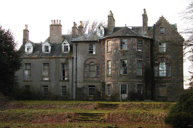 10 abandoned manor houses baronial mansions of scotland for Manors for sale in usa