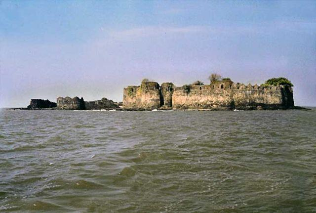 Padmadurg-Kasa-Fort-India-abandoned-2