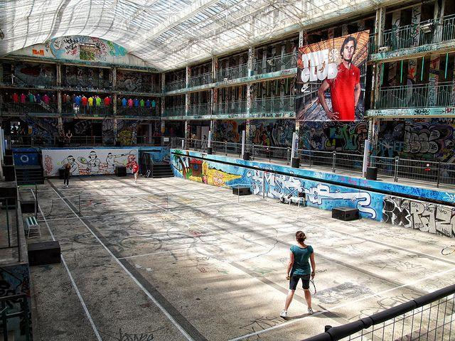 Piscine molitor bringing an abandoned parisian swimming for Molitor swimming pool paris