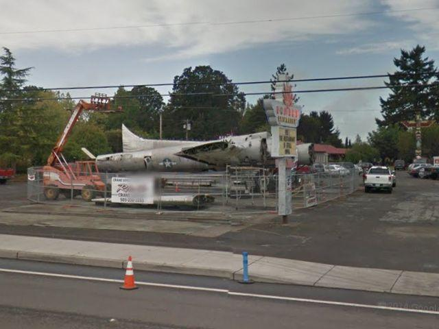 bomber-restaurant-b-17g-lacey-lady-milwaukie-oregon-6
