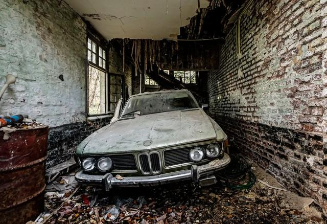 Urban Explorer Photographs Abandoned BMW Inside a Decaying Garage