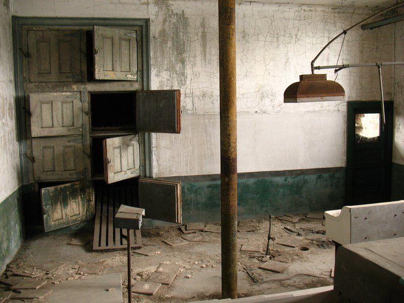 abandoned-morgues-ellis-island-ny