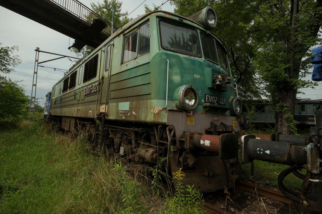 abandoned-train-graveyard-krakow-poland-3