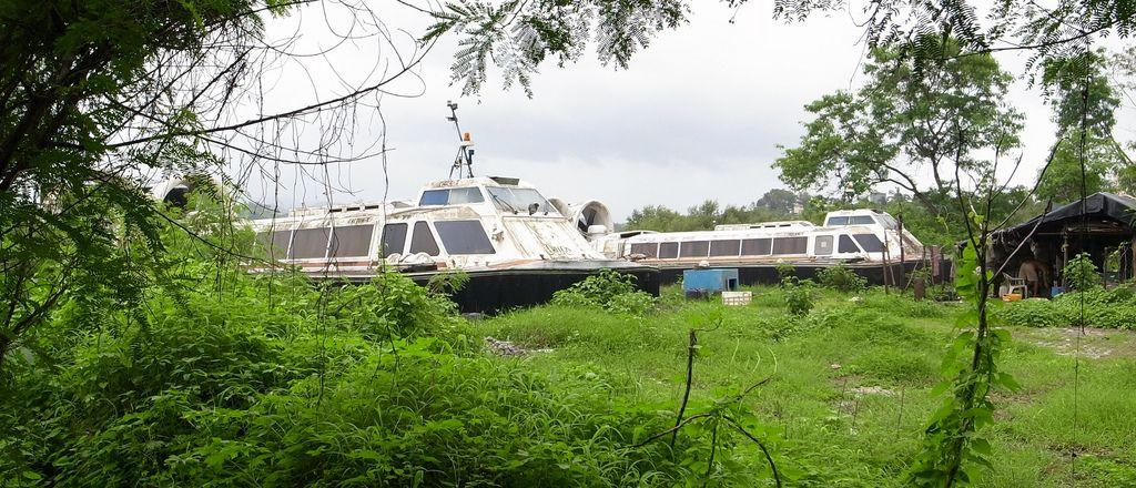 abandoned-hovercraft-Belapur-India