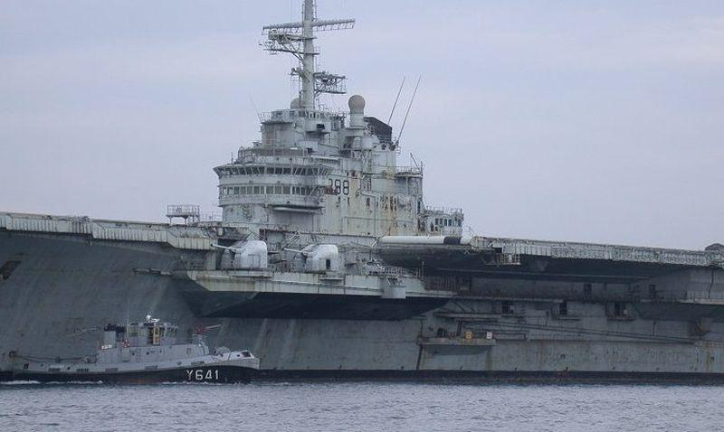 clemenceau-r98-abandoned-aircraft-carrier-3