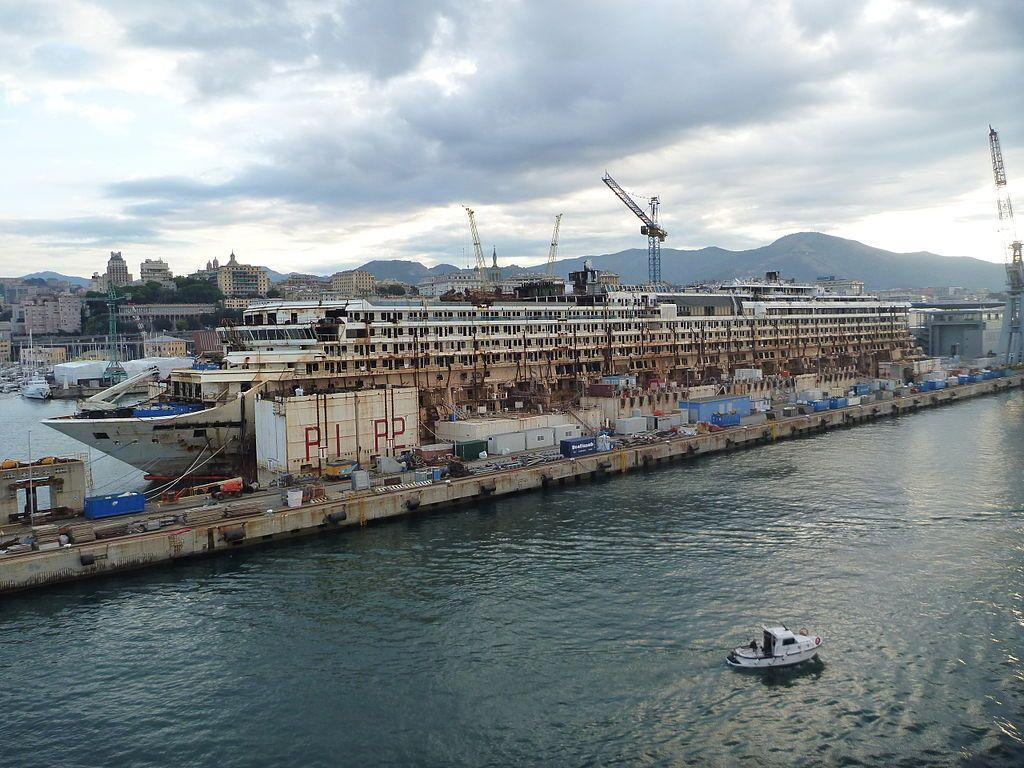 costa-concordia-wreck-abandoned-cruise-ship-3