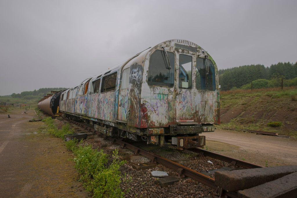 abandoned-jubilee-line-trains-harpur-hill-derbyshire-3