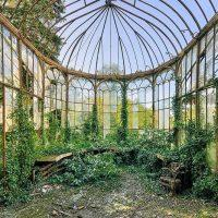 This Abandoned Greenhouse Retains a Haunting Elegance