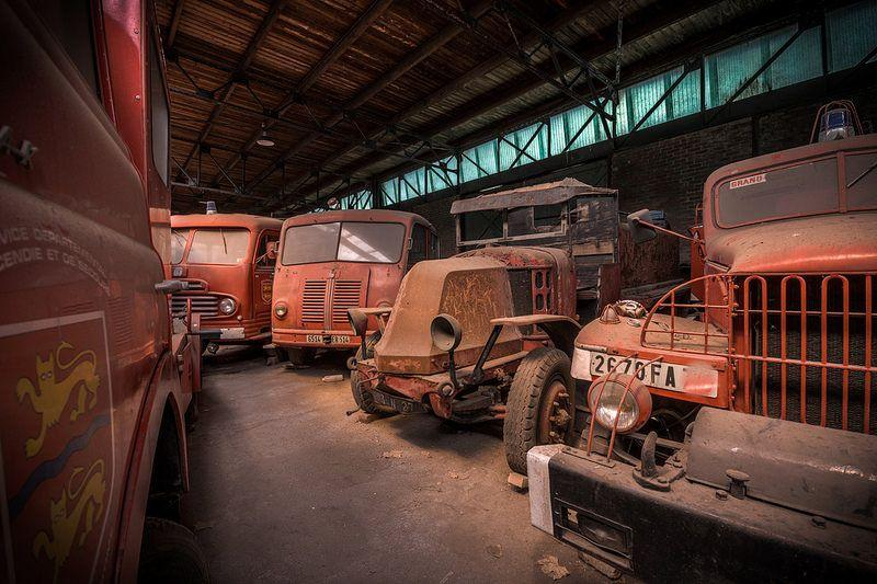 This warehouse in France turned out to be an eerie fire engine graveyard where abandoned or mothballed fire trucks and appliances have been collecting dust for decades 6