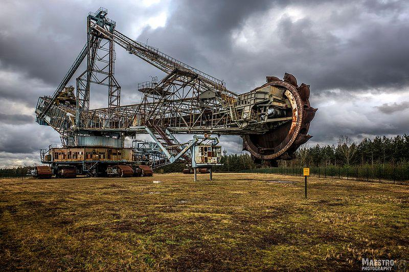 the-abandoned-bucket-wheel-excavator-known-as-the-earth-moving-monster-2