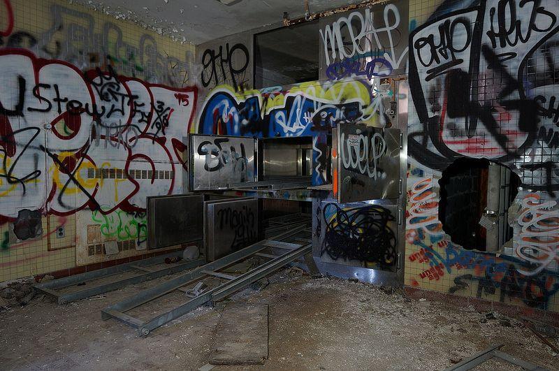 abandoned-kings-park-psychiatric-center-morgue-2
